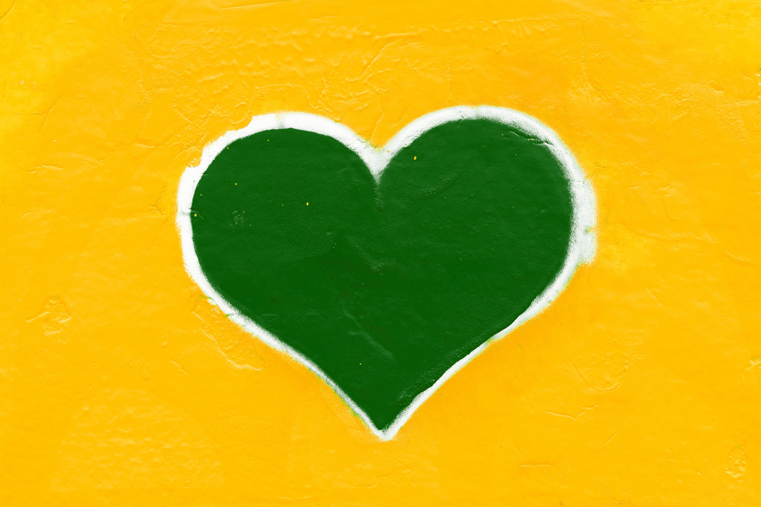 //advancement.wm.edu/news/images/green-and-gold-heart-illustration.jpg